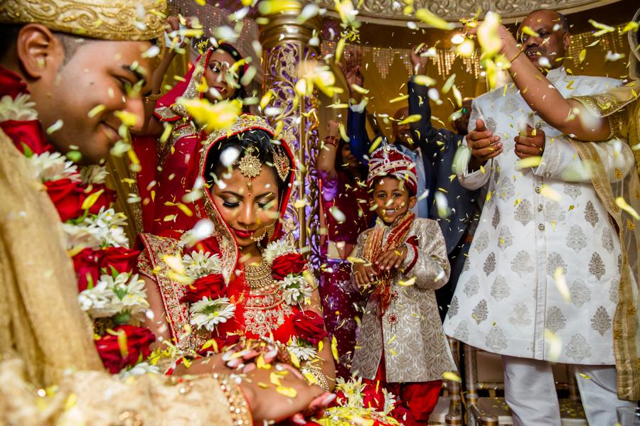 25-hindoestaanse-bruiloft-raneesha-en-kischen-selma-van-der-bijl